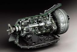 减速器总成能够改变动力传输的方向